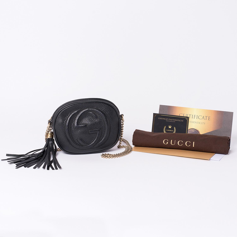 Mini Sac Gucci Soho Authentique d'occasion en cuir poudre couleur noir avec chaîne en métal doré