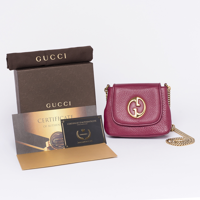 Sac à bandoulière chaine Gucci 1973 Small Authentique d'occasion en cuir grainé couleur bordeaux