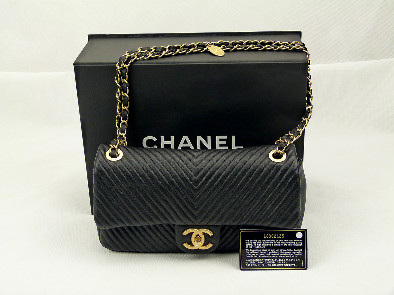 Sac à main Chanel Timeless Chevron medium Authentique d'occasion en cuir agneau