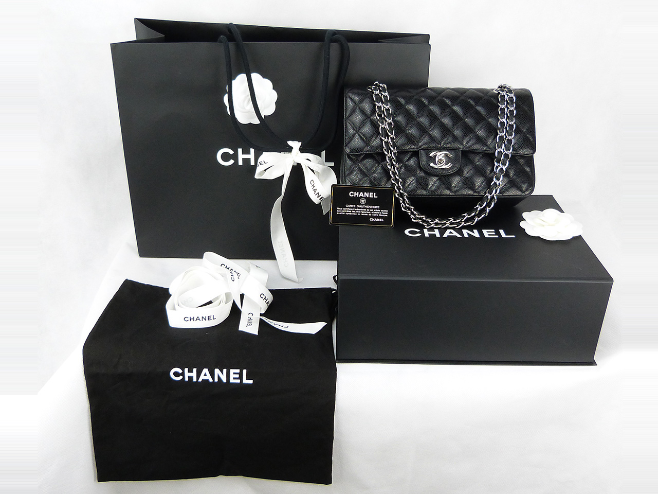 Sac à main Chanel Timeless Authentique d'occasion noir en cuir caviar