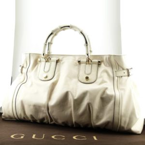 Sac à main Gucci Bamboo Authentique d'occasion en cuir grainé naturel couleur beige clair