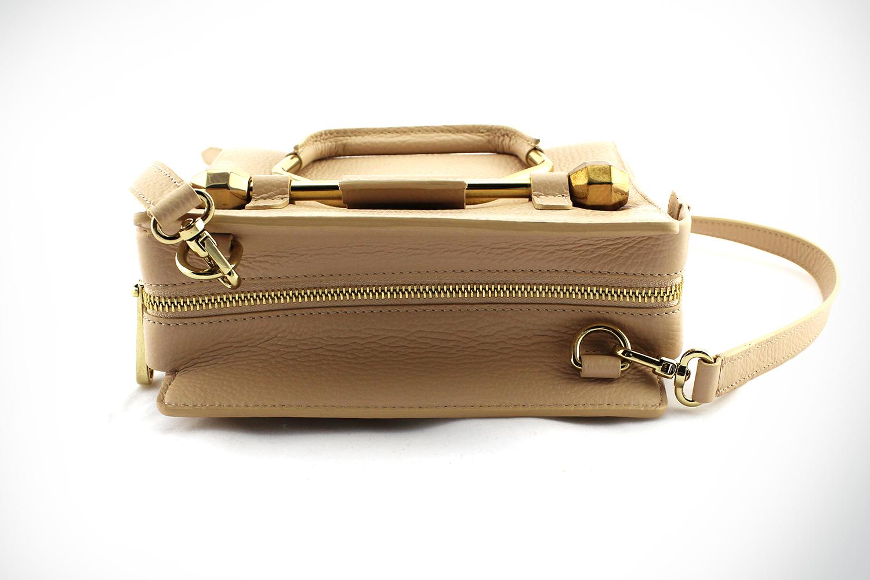 Sac à main Viktor & Rolf Mini Bombette Authentique d'occasion en cuir grainé rose poudré avec bijouterie dorée