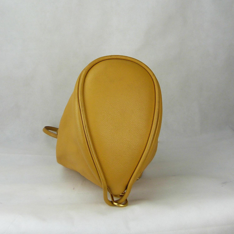 Sac à dos Delvaux Authentique d'occasion en cuir grainé couleur jaune