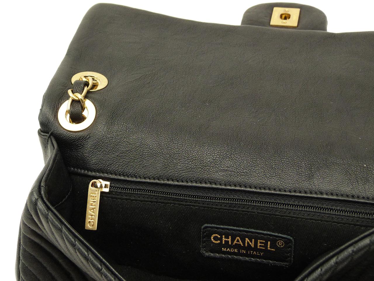 Sac à main Chanel Timeless Chevron medium Authentique d'occasion en cuir agneau