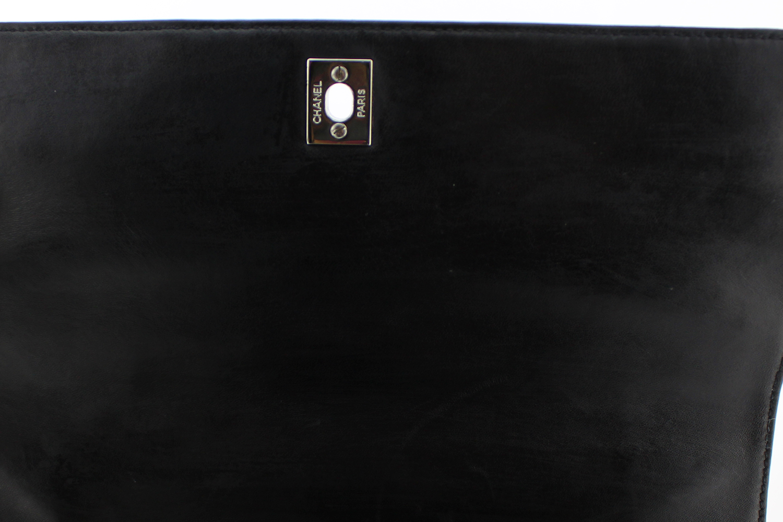 Sac à main Chanel Kelly Authentique d'occasion en cuir matelassé bleu foncé (presque noir) et bijouterie argentée