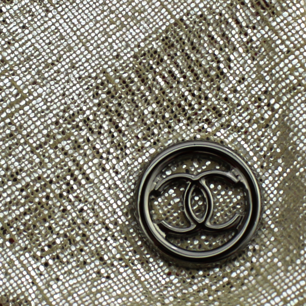 Sac à main Chanel Cabas Collection Paris New York Authentique d'occasion en tissu lamé gris métallisé