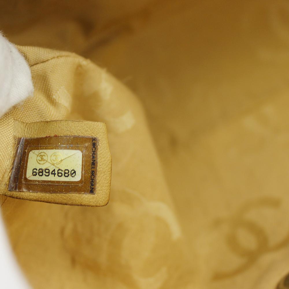 Sac à main Chanel Timeless Classique Vintage Authentique d'occasion en cuir matelassé beige et surpiqures noires