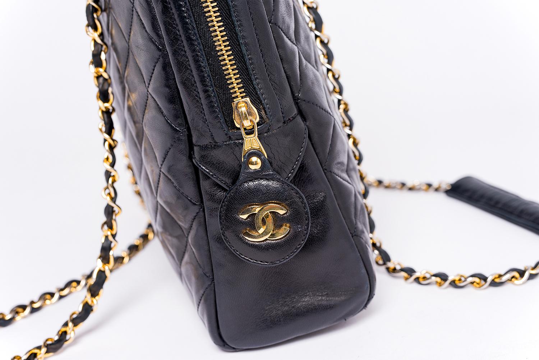 Sac Chanel Grand Cabas Authentique d'occasion Matelassé Vintage en cuir bleu foncé et bijouterie dorée